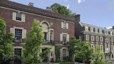 Hai visto quanto è grande la casa di Jeff Bezos ? Questa è una delle sue tante ville di proprietà.